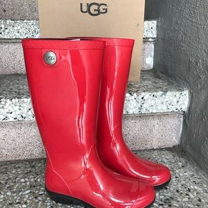 NWT Ugg Red Mid Calf Rainboot with Fur Sole